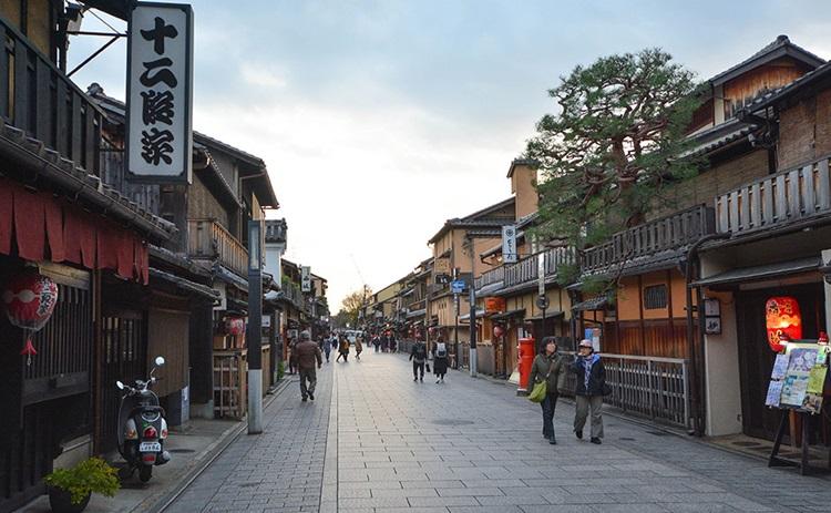 Улица Hanamikoji в Киото